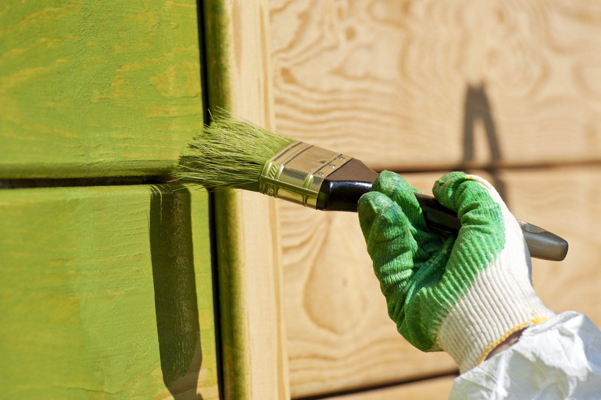 Краски для деревянных фасадов: какую выбрать?